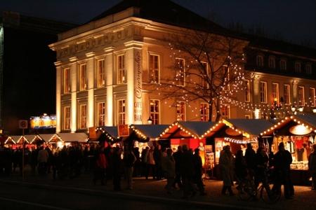 Markt vor dem Berliner Opernpalais, Foto: Nostalgischer Weihnachtsmarkt Berlin / Sven Fischer