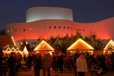 Weihnachtsmarkt vor dem Schauspielhaus, Foto: Düsseldorf Marketing & Tourismus GmbH