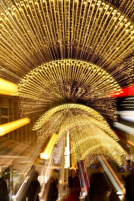 Lichtspiel auf dem Essener Weihnachtsmarkt, Foto: Peter Wieler / Essen Marketing GmbH