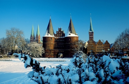 Lübecker Holstentor im Winter, Lübeck und Travemünde Marketing GmbH / Manfred Nupnau