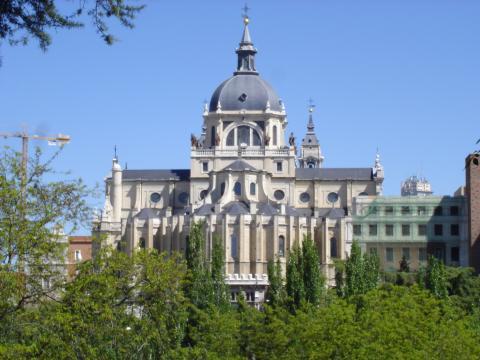 """Blick auf die """"Catedral de la Almudena"""""""