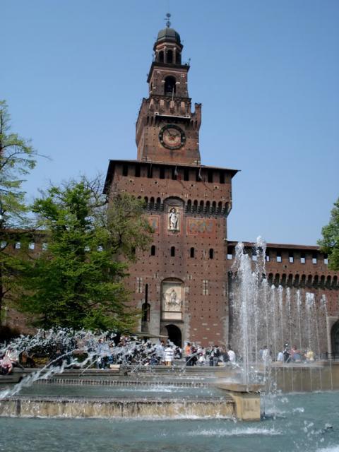 """Blick auf die """"Porta Giovia"""" des Mailänder Schlosses"""
