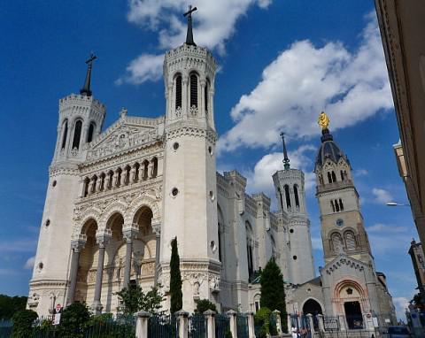 """Blick auf die """"Basilika Notre-Dame de Fourvière"""""""
