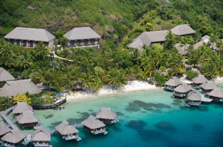Ansicht des Hotels mit Strand