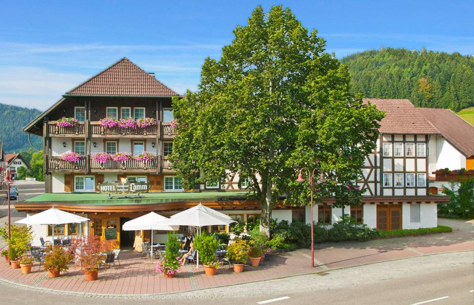 Exterior view of the Hotel Lamm Mitteltal