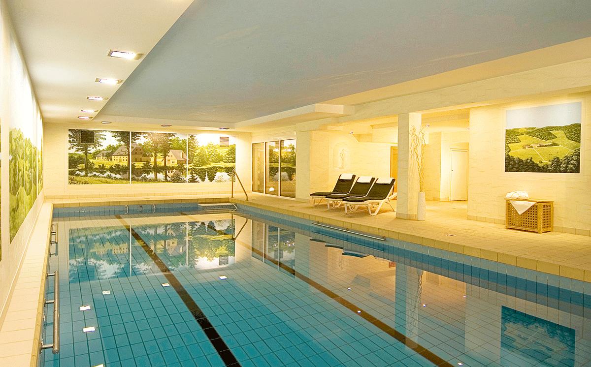 Schwimmbad im Sporthotel Landhaus Wacker.