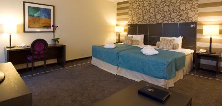 Die Zimmer des Hotels sind mit akzentuierten Barockmuster versehen.
