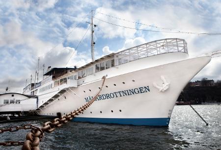Eine außergewöhnliche Unterkunft bietet das Mälardrottnigen Hotelschiff.