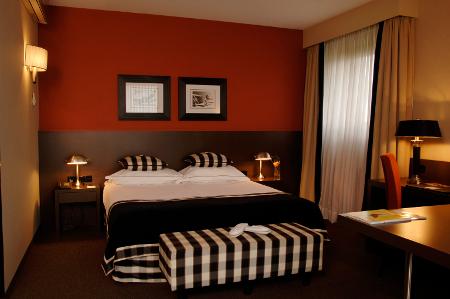 Warme Farben und indirektes Licht auf den Zimmern des NH Waalwijk