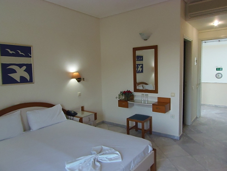 Ein Zimmer des Yakinthos Hotel (Kreta, Griechenland)