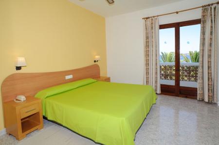 Blick in eines der Zimmer des Hotels Tagomago, Ibiza