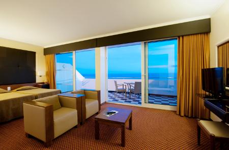 Balkon mit Blick auf das Meer.