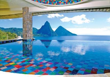 Jede Suite verfügt über einen eigenen Infinity Pool mit atemberaubendem Ausblick