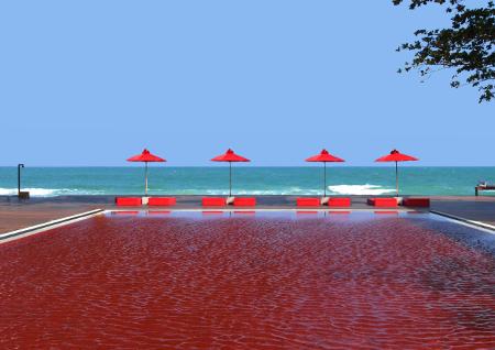 Der außergewöhnlich rote Pool des Hotel the Library