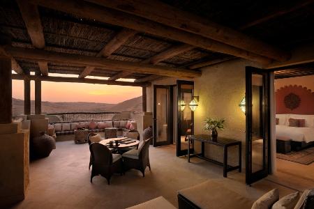 Von der Terrasse der Suite aus haben Gäste einen endlosen Blick über die Wüste