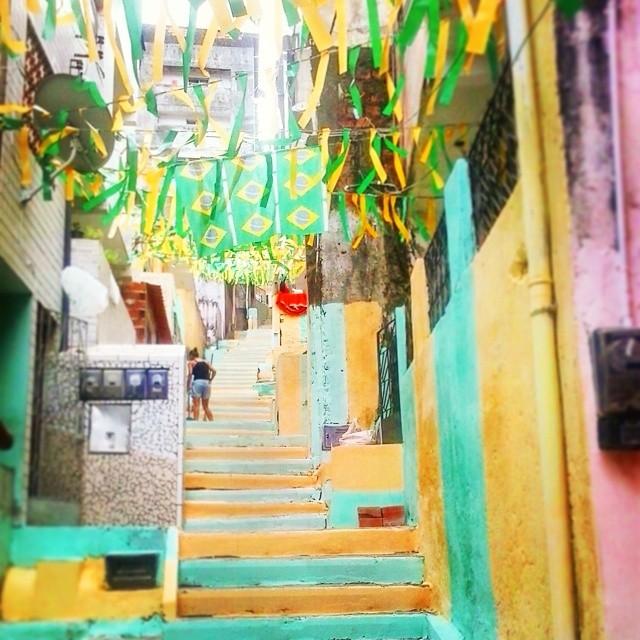 Treppenstufen brasilianisch geschmückt.