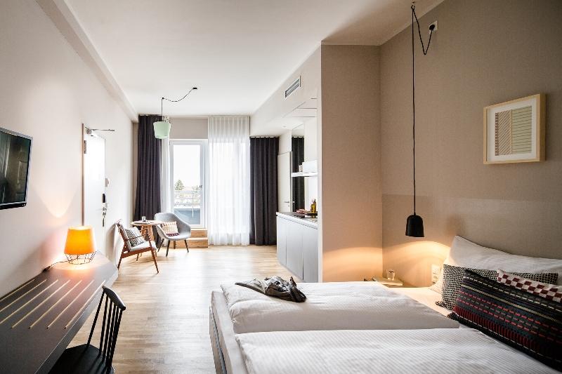 bold_room_klein