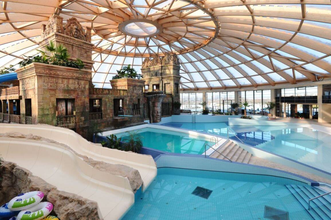 Swimmingpools des Hotel Ramada Resort Aquaworld Budapest