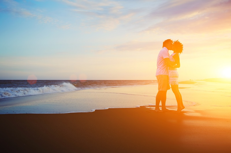 Heiratsantrag Sonnenuntergang am Meer Strand