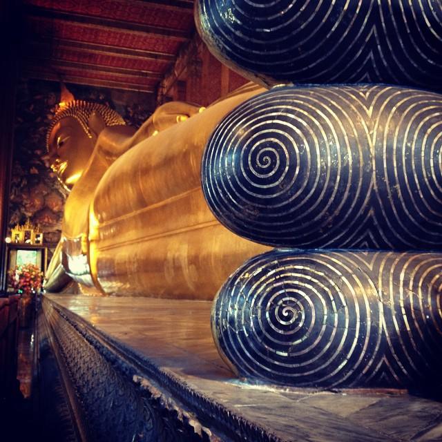 Die goldene liegende Buddha-Statue im Wat Pho