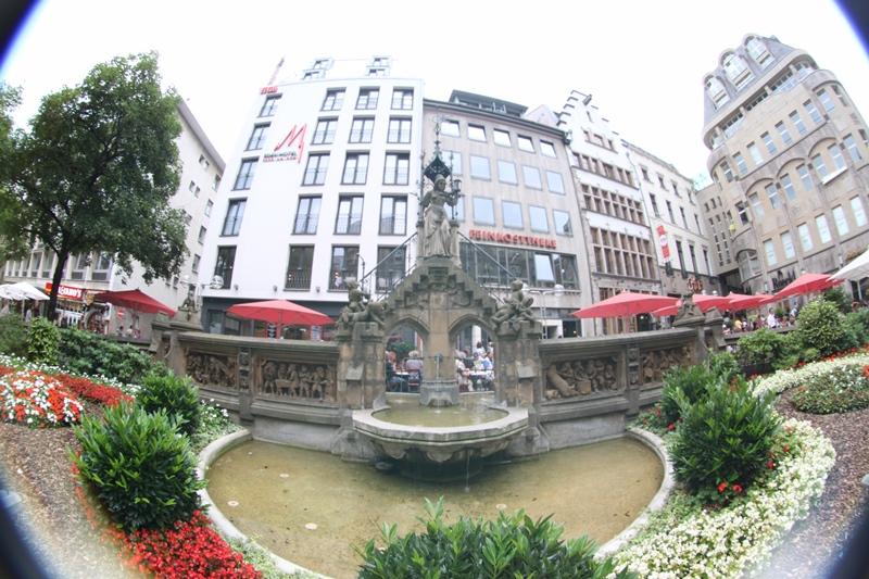 Heinzelmännchenbrunnen in Köln am Roncalliplatz