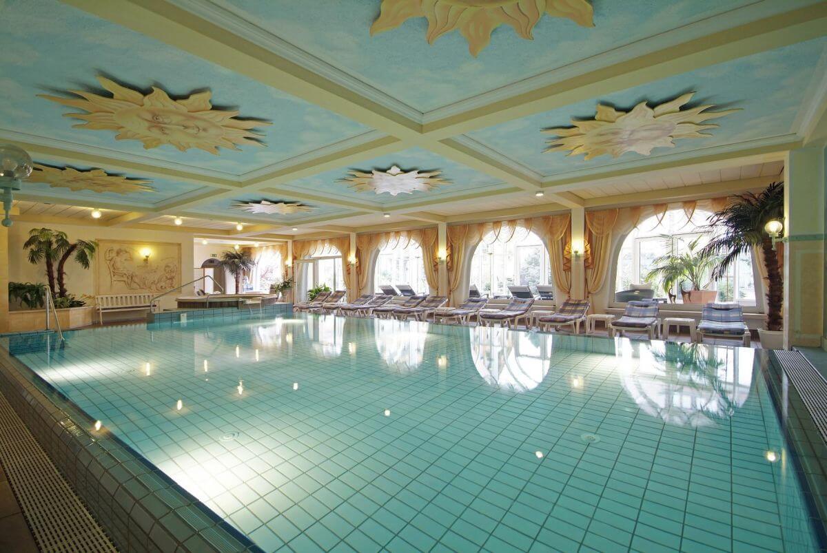 Pool Wellness Ringhotel Krone
