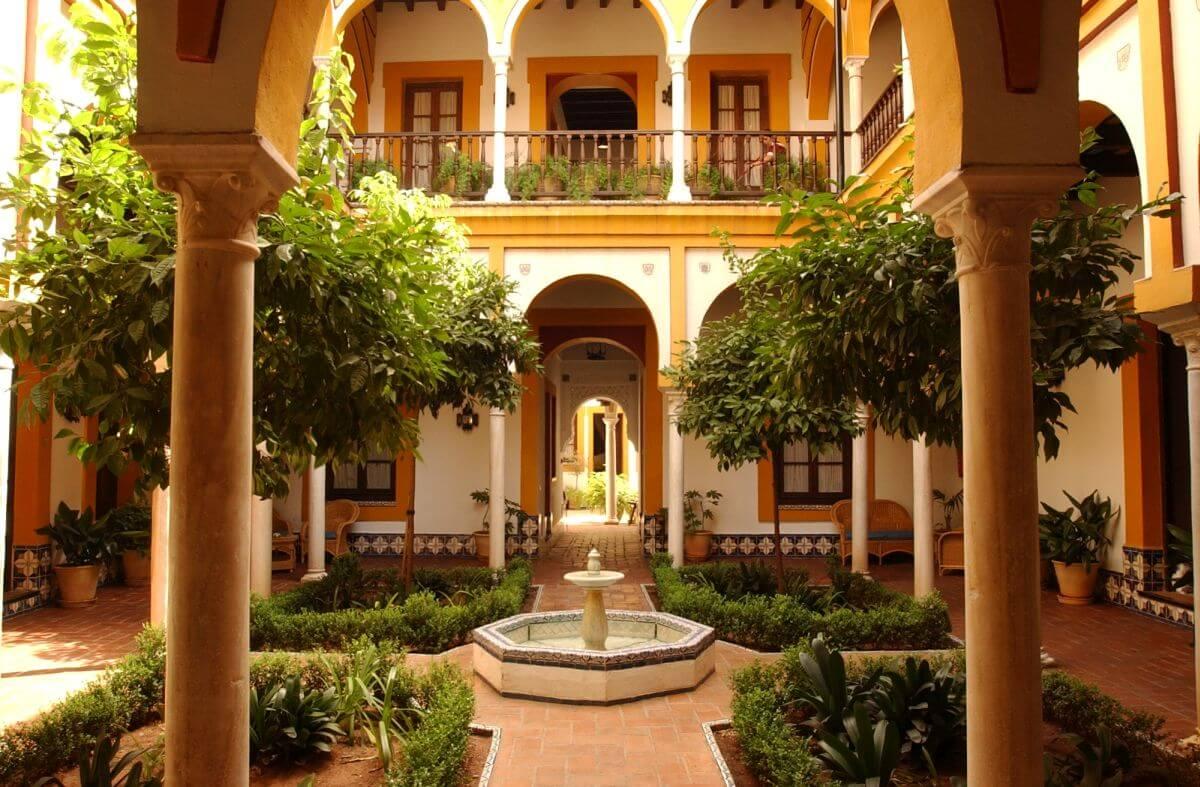 Hotel Casa Imperial Innenhof unten Sevilla