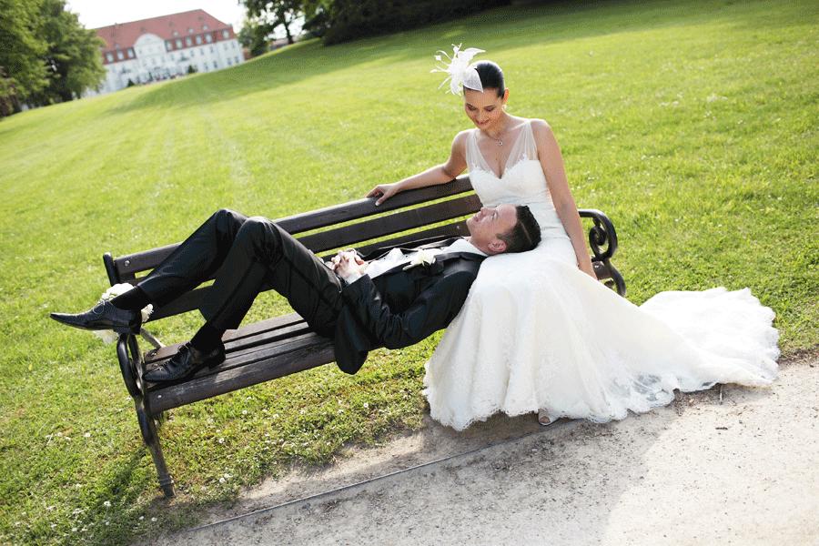 Brautpaar am Schlosshotel Fleesensee