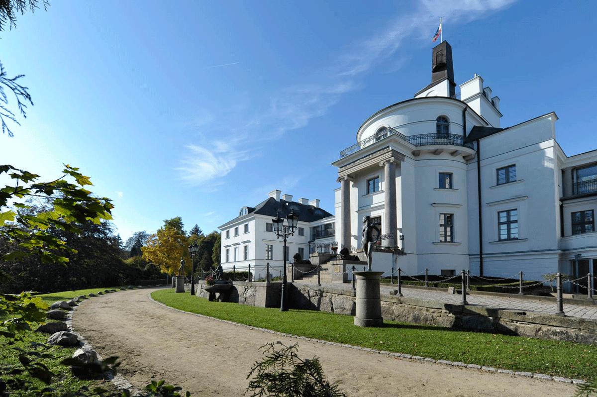 Burg Schlitz mit Auffahrt