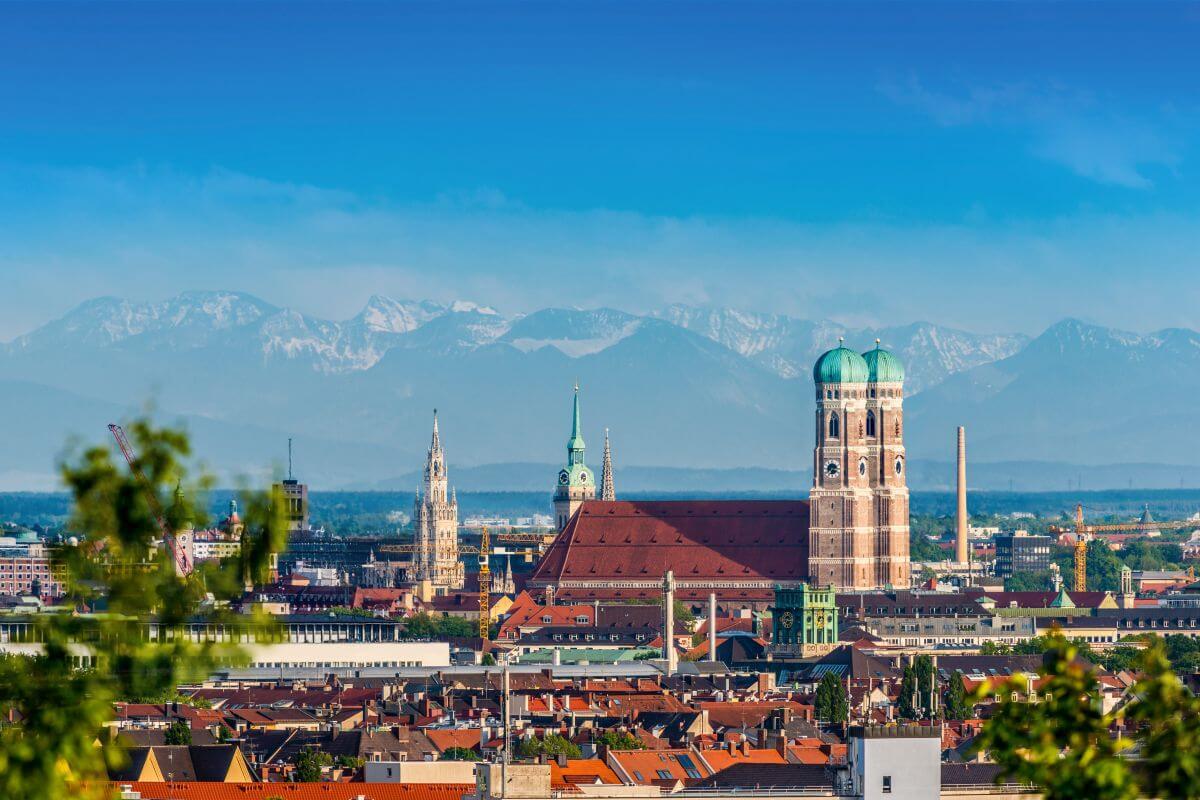 Frauenkirche München Alpenpanorama Bayern