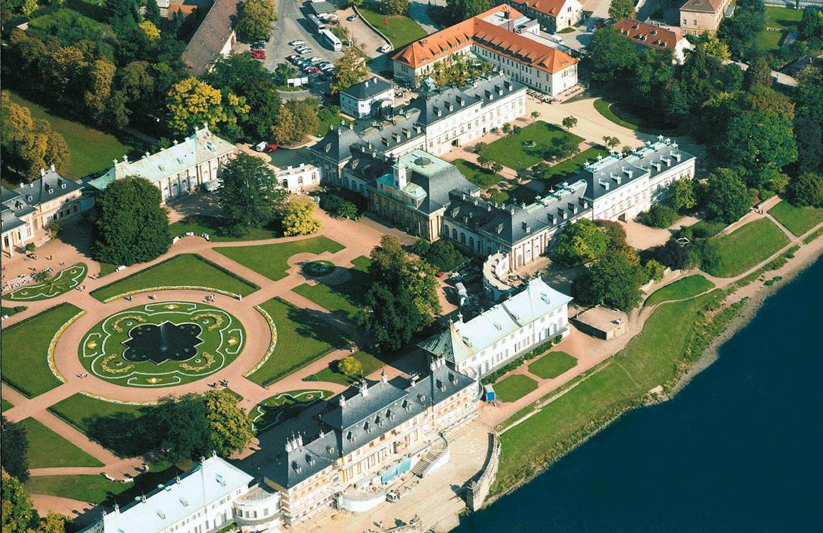 Blick auf das Schlosshotel Pillnitz
