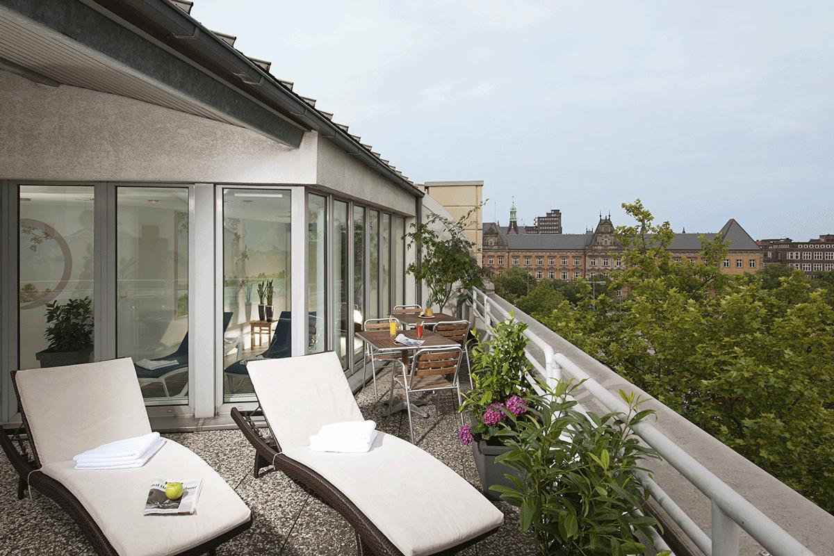 Dachterrasse des NH Hamburg City.