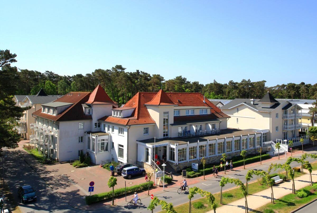 Frontansicht Strandhotel Baabe Rügen