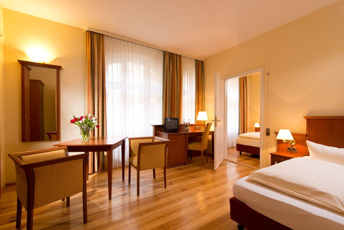 rollstuhlgerechtes Doppelzimmer im Hotel in Berlin