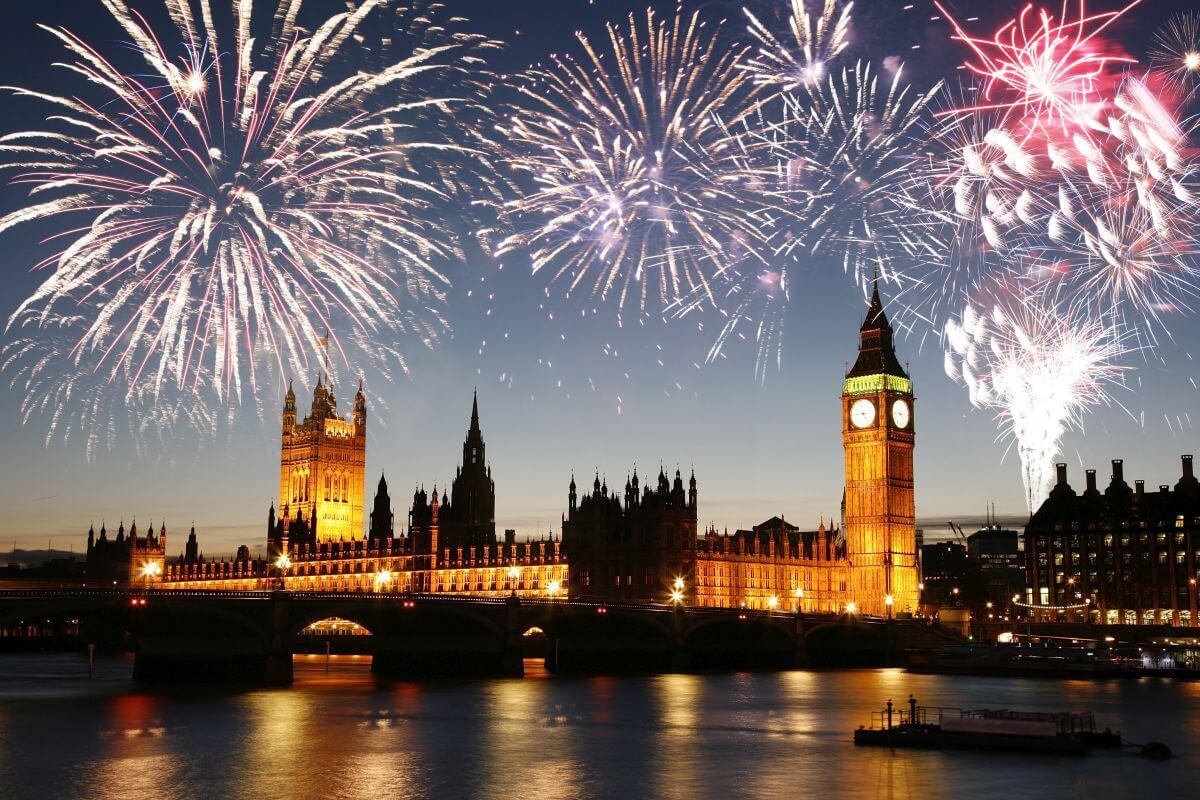 Feuerwerk über dem Big Ben in London